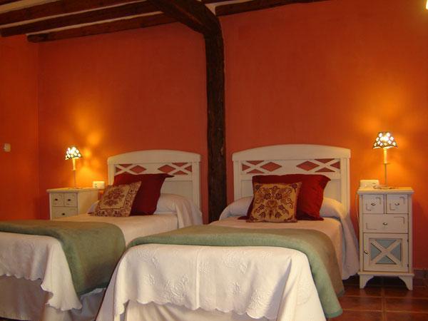 habitacion dos camas casa rural el encuentro